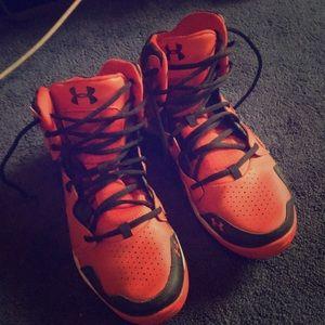 Under armor sky top basketball shoes